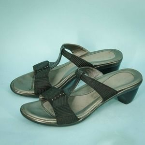 Naot 41/10 Black Suede Leather Sandals